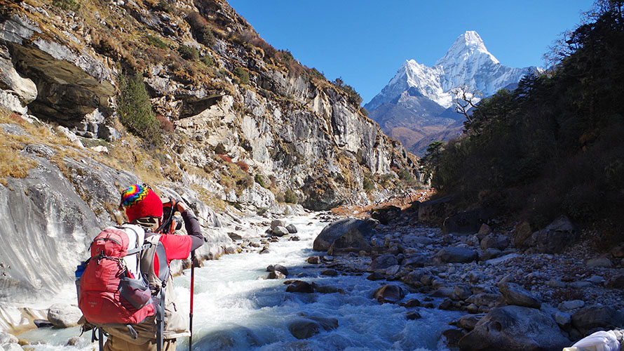 Backpacker trek to Everest