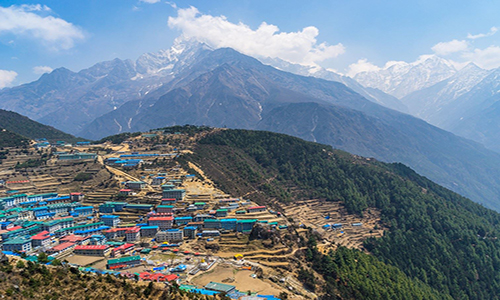 Trek from Phakding to Namche